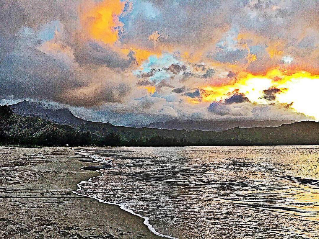 Hanalei Bay, Kauai Hawaii - Photo by Robin Bisio