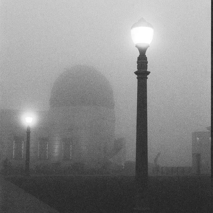 Fog in Los Angeles doesn't happen that often, but when it does I try to get up to the @griffithobservatory_uo before sunrise to capture it. This shot taken on my trusty ole #canonae1 #hp5 @ilfordphoto #film #fog #griffithobservatory #photographyourlove #colorservices #filminmyblood #filmisnotdead @kloimages